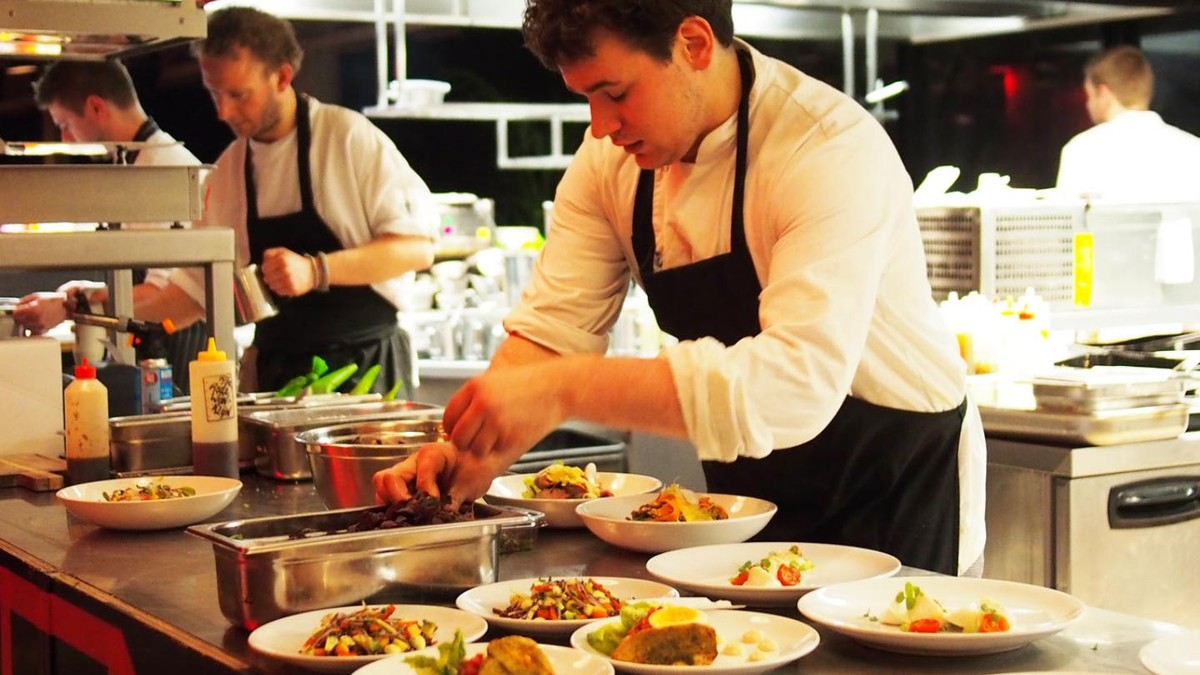 essay on becoming a chef Responsibilities and specific duties of a chef the term chef may conjure up different definitions for individuals some may view a chef as having general cooking knowledge whereas others may deem a chef to be an individual with.