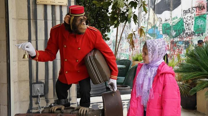 Waarom banksy een hotel heeft geopend op de westelijke jordaanoever creators - Keukenplan op de eetkamer geopend ...