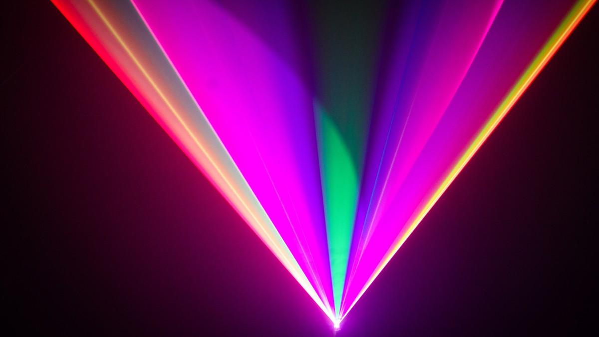 Chris Levine celebrates David Bowie with a laser show