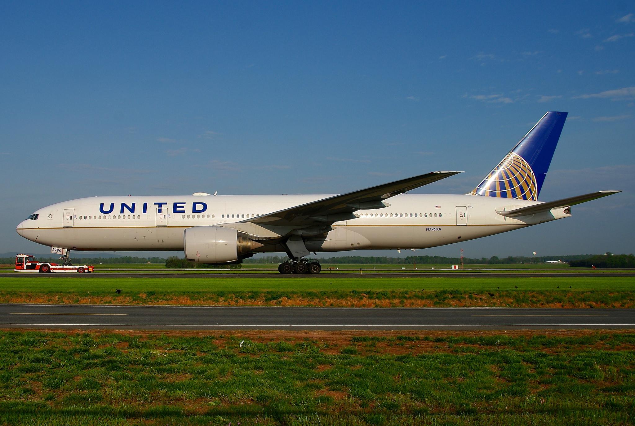 Good Morning America United Airlines : Restaurateur offers free steak dinner to battered united