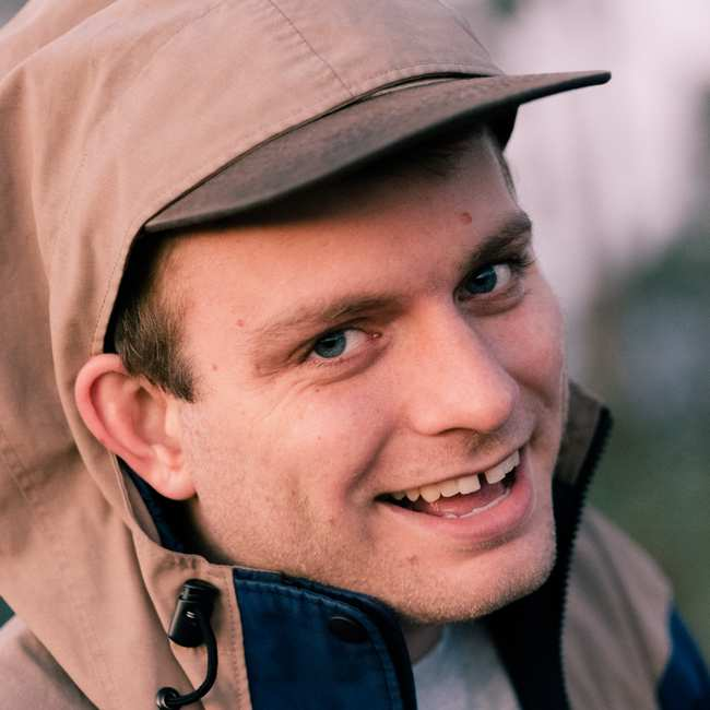 The 29-year old son of father (?) and mother(?) Mac DeMarco in 2019 photo. Mac DeMarco earned a 0.4 million dollar salary - leaving the net worth at  million in 2019