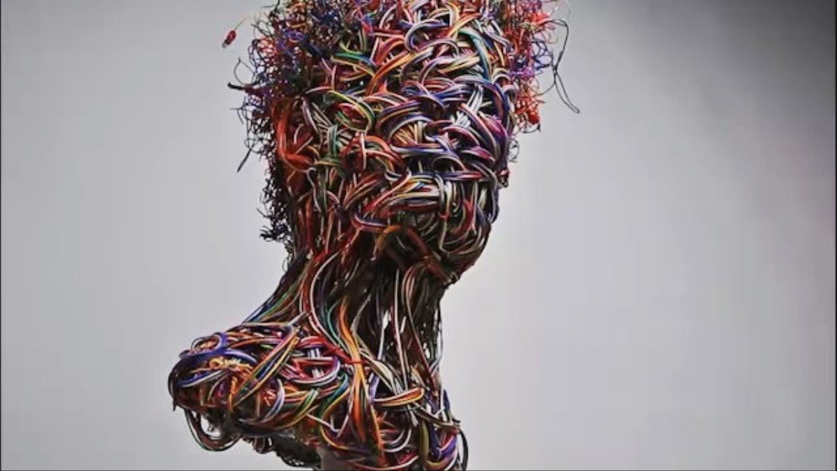 Iranian Artist Makes Beautiful Busts From Webs Of Colorful