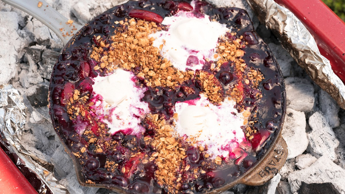 Grilled Blueberry and Peach Crumble - MUNCHIES