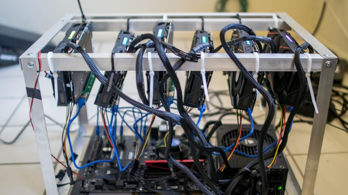 what is a cryptocurrency mining computer