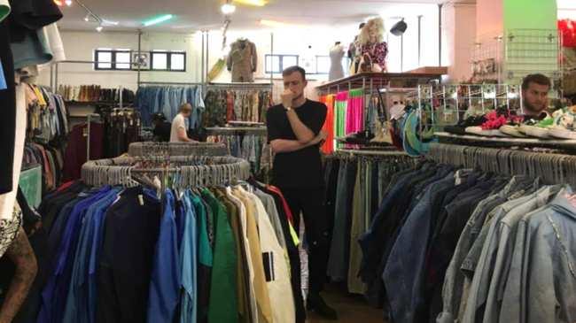 9ce9beee333e Γιατί Όλα τα Μαγαζιά με Vintage Ρούχα Μυρίζουν Κλεισούρα  - VICE