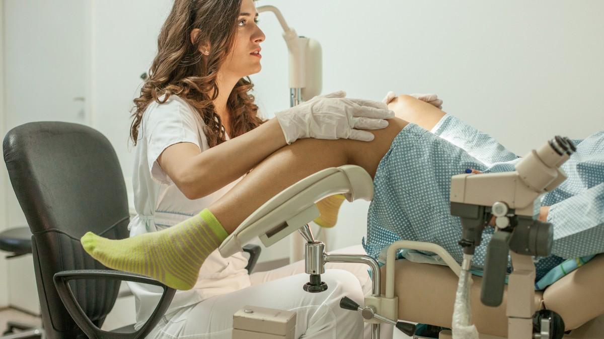 женщины на гинекологическом стуле