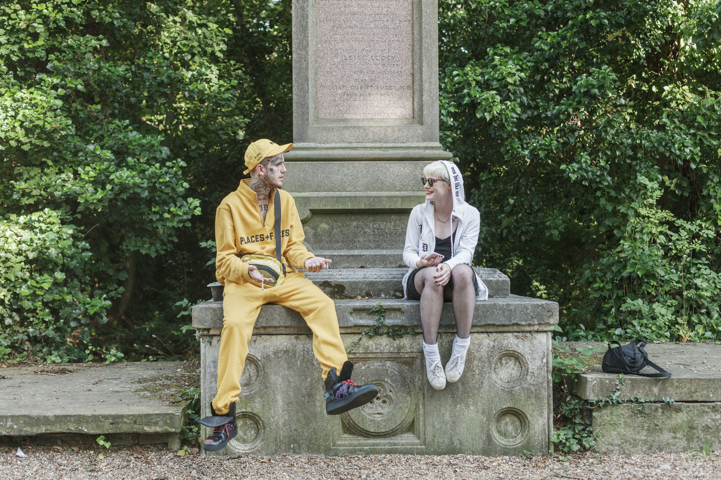 7c98d1854 A First Date in a Cemetery with Lil Peep - VICE
