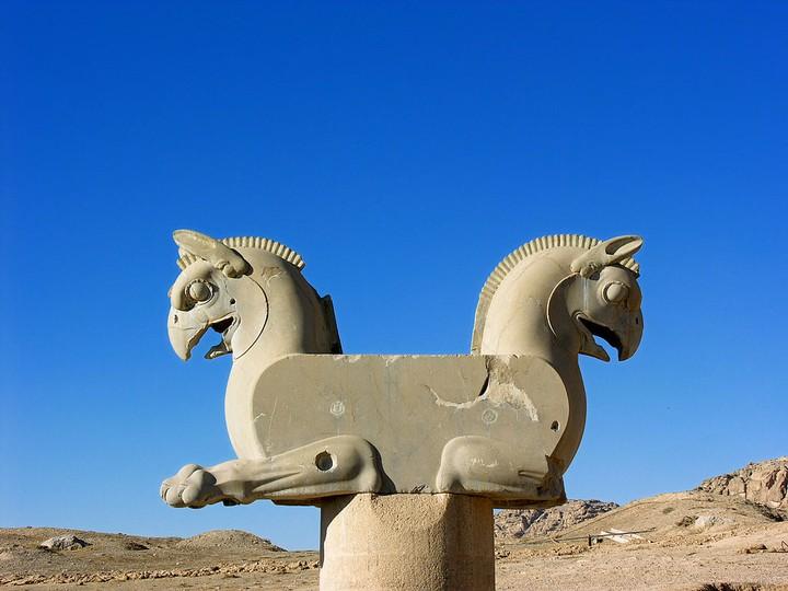 La leggenda del grifone e dei cercatori d'oro del deserto