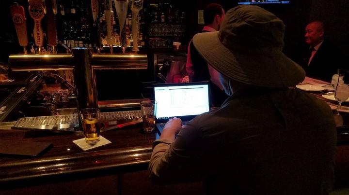 Este cara ganha a vida hackeando games on-line