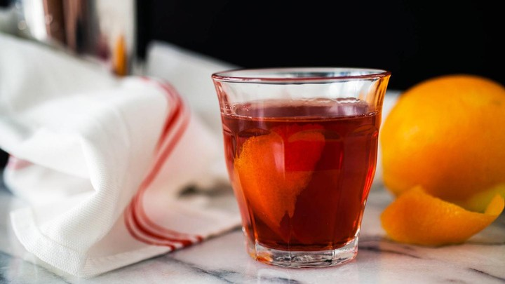 This No-Frills Negroni Is the Perfect Summer Drink