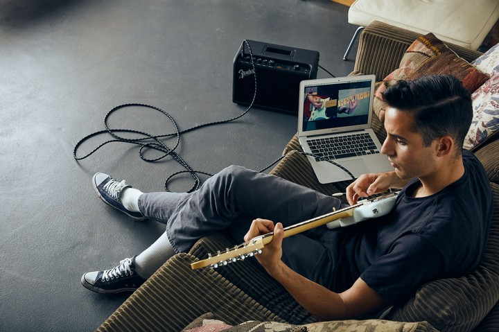 I Spent a Month Learning Guitar on the Internet and It Actually Worked