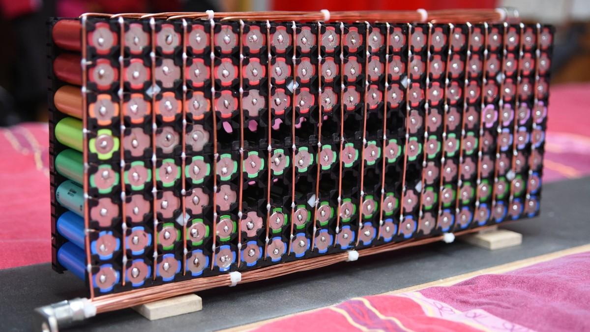 Tesla Powerwall Price >> DIY Powerwall Builders Are Using Recycled Laptop Batteries ...