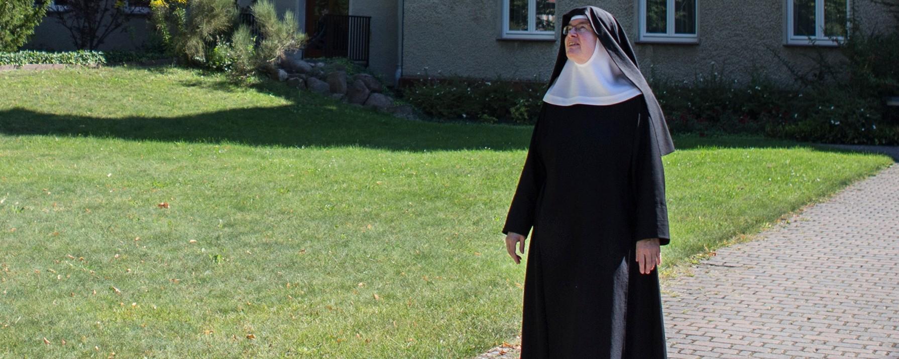 Einer nonne mit sex Outdoor Sex