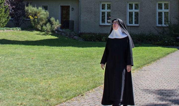 10 Fragen an eine Nonne, die du dich niemals trauen