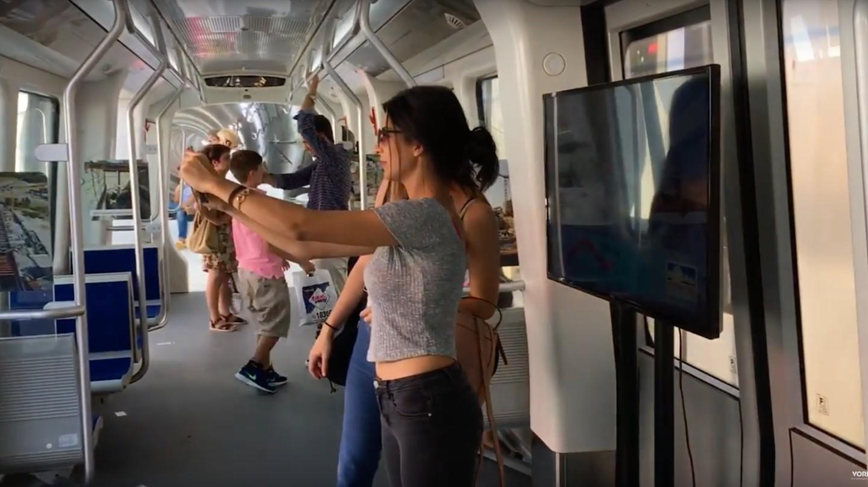Απίστευτο: Το βαγόνι του μετρό Θεσσαλονίκης στη ΔΕΘ είναι ιδανικό για Selfies!!!