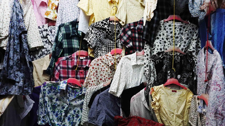 Tempat Terbaik Berburu Pakaian Keren Yang Selalu Ngetren Bukanlah di Mal -  VICE f076ff9022
