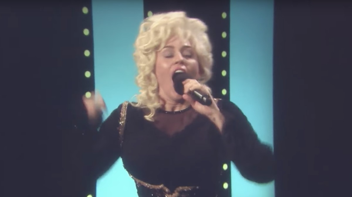 Why did miley cyrus impersonate dolly parton on 39 fallon for Jimmy fallon miley cyrus islands in the stream