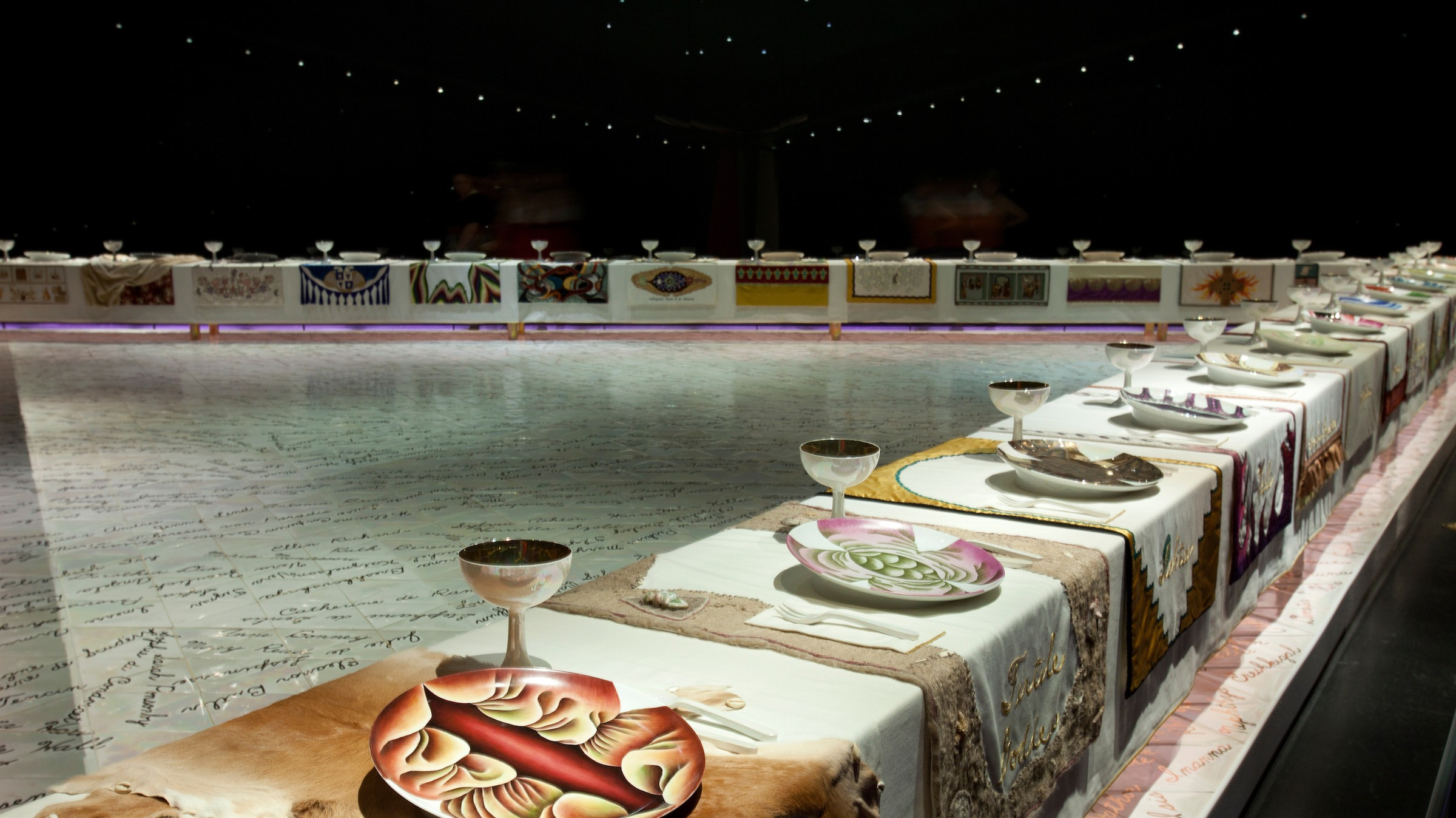 the dinner party judy chicago When judy chicago unveiled the dinner party in san francisco in 1979, she turned the art world upside down with the first epic work for the feminist art movement around an equilateral triangle table, she crafted elaborate place settings for 39 female figures from the history of western.