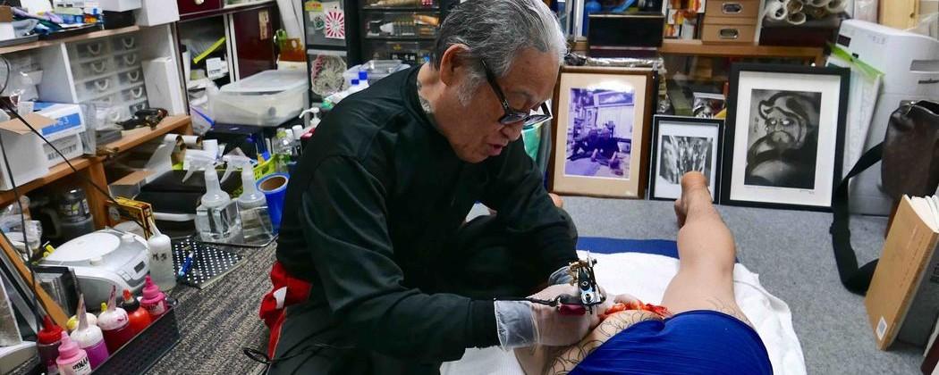 Seniman Tato Yakuza Menjelaskan Alasan Rajah Kriminal Sebaiknya Tak Diumbar