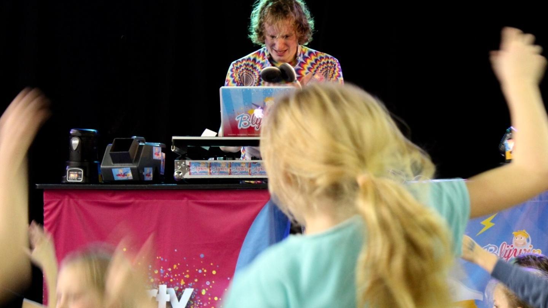 Woonkamer Van Djs : Het onstuimige leven van een dj die alleen voor kinderen draait