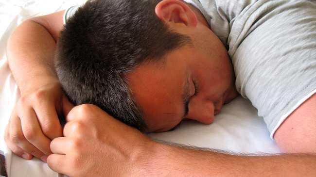 Waarom je op je rug moet slapen en niet op je buik tonic