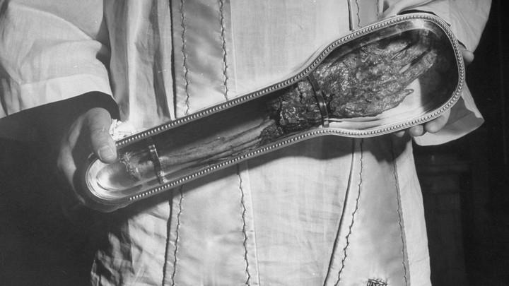 Um braço cortado de 500 anos está em turnê pelo Canadá
