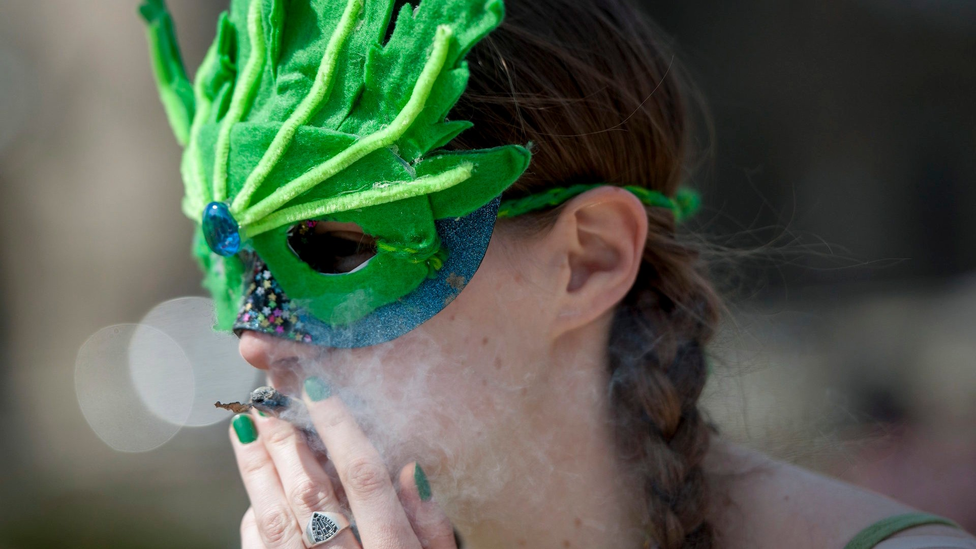 Link Between Adolescent Pot Smoking And >> Teens Are Smoking Less Weed In States Where It S Legal Vice News