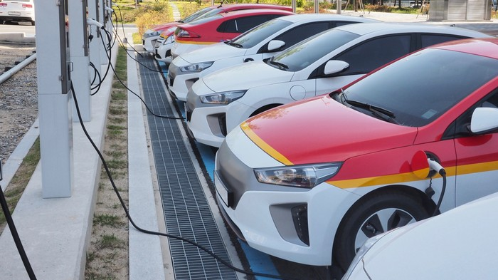 It's Way Too Hard to Buy an Electric Car in Canada