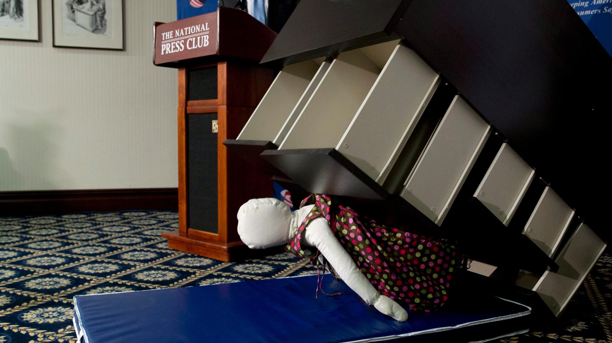 Des gens se font de l'argent en rachetant vos meubles IKEA ... Banquette Kijiji Quebec on