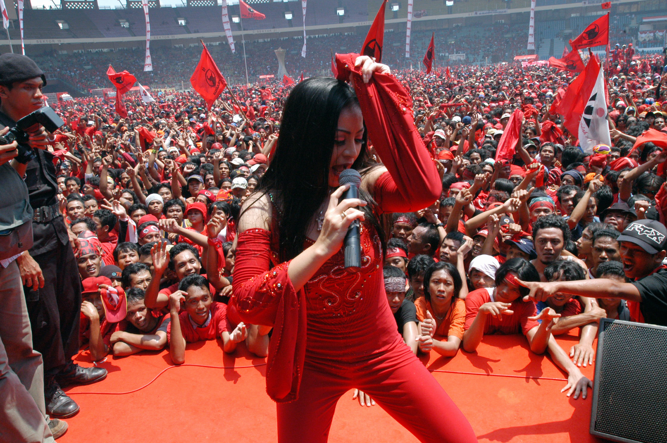 Political Hopefuls Catch Dangdut Fever as Massive Regional Elections Loom