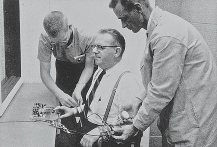 L'esperimento di Milgram dimostra che in fondo siamo tutti degli stronzi