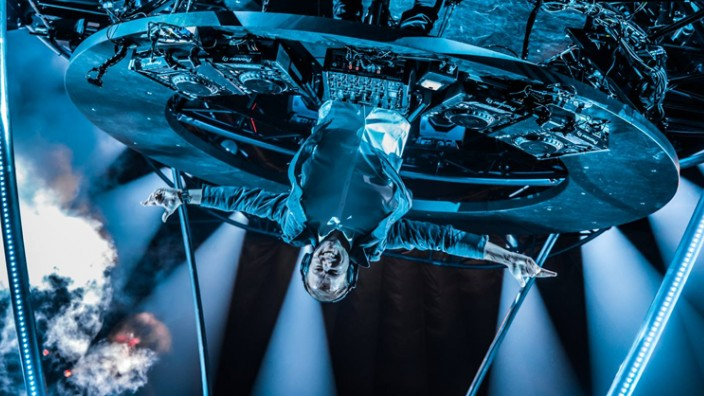 WTF!: Armin Van Buuren se presenta al revés en Holanda
