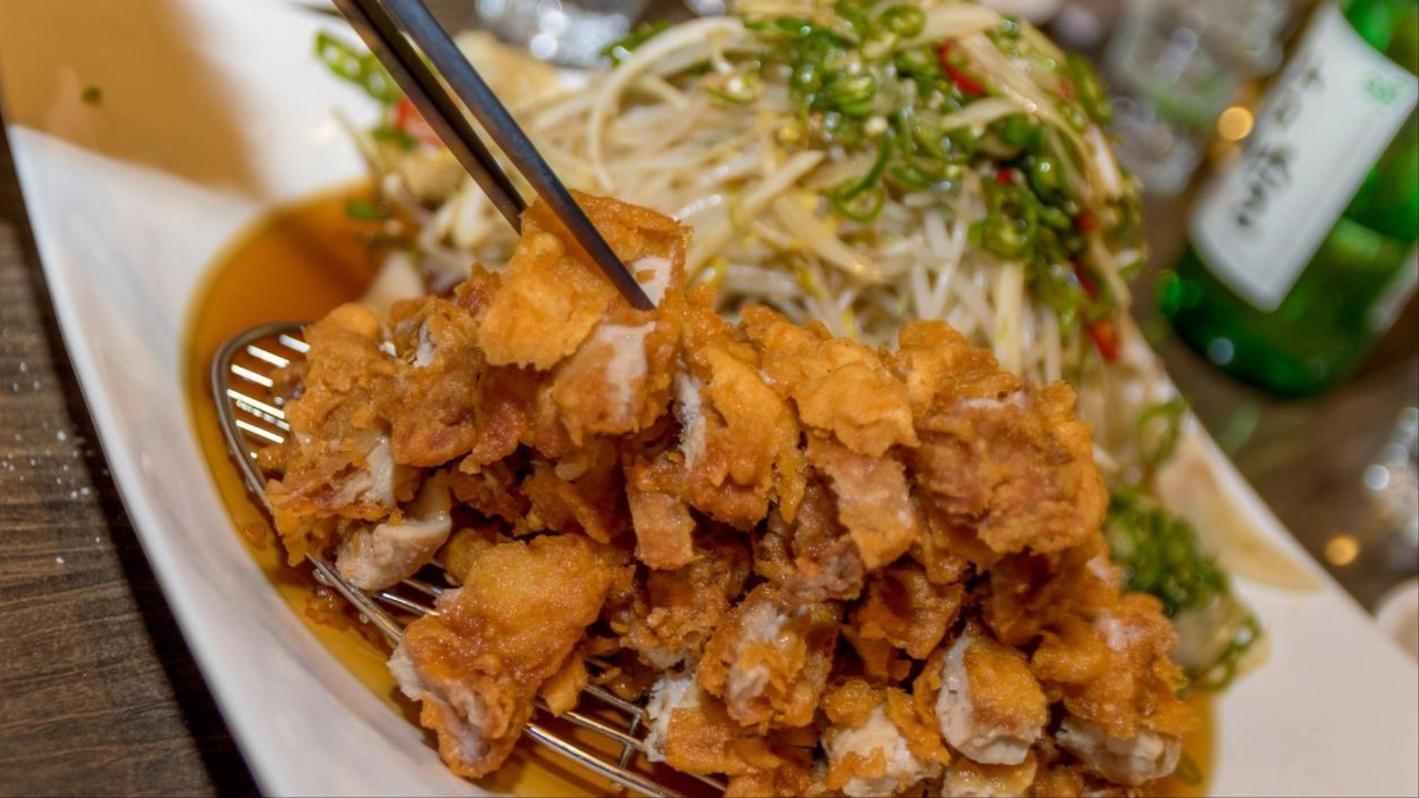 Penyebab Orang Korea Gemar Sekali Makan Ayam Goreng Dan Minum Bir