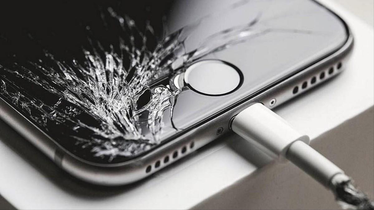 1517583373935 phone.jpeg?crop=1xw:0