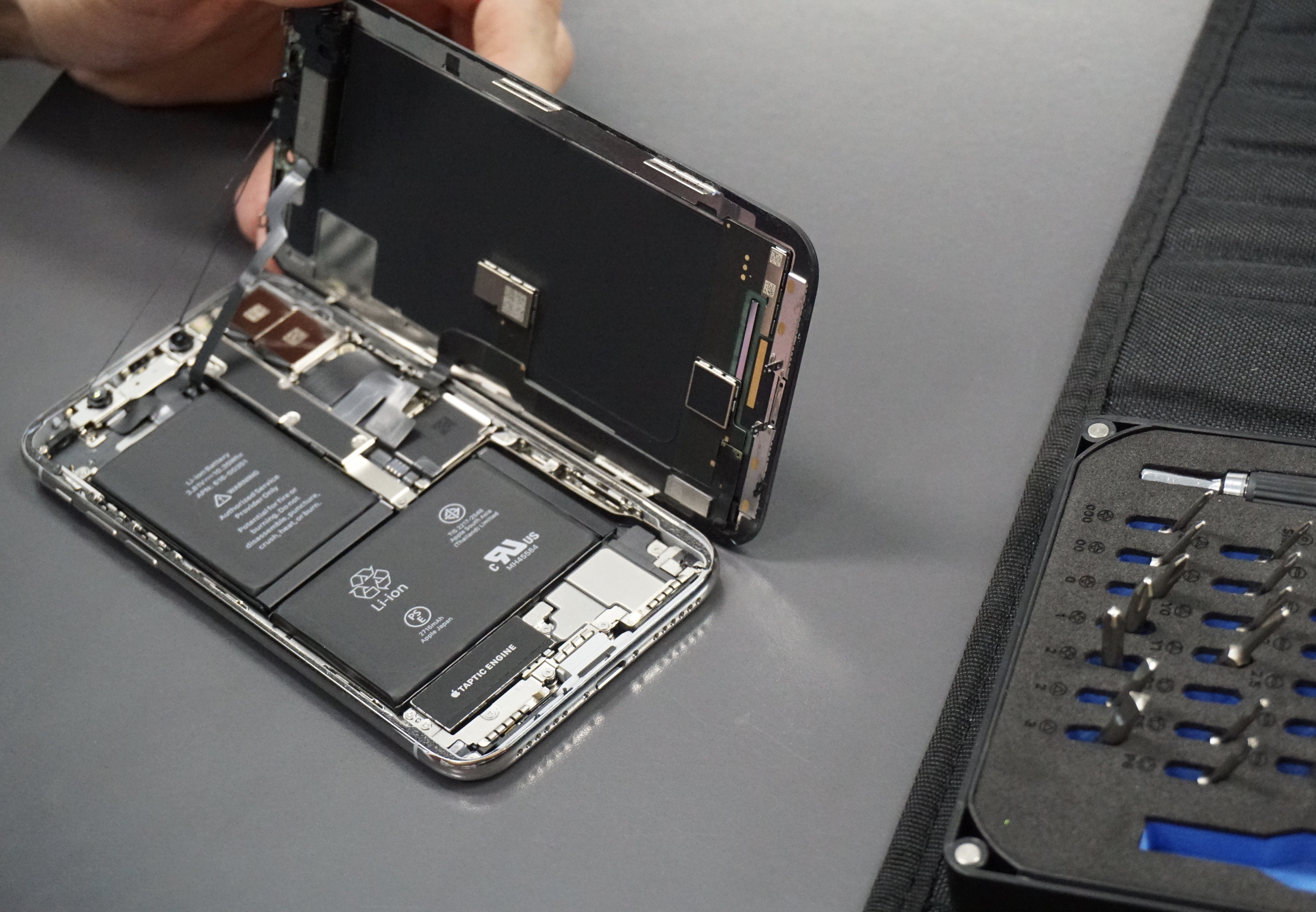 Apple Must Explain Why It Doesn't Want You to Fix Your Own iPhone