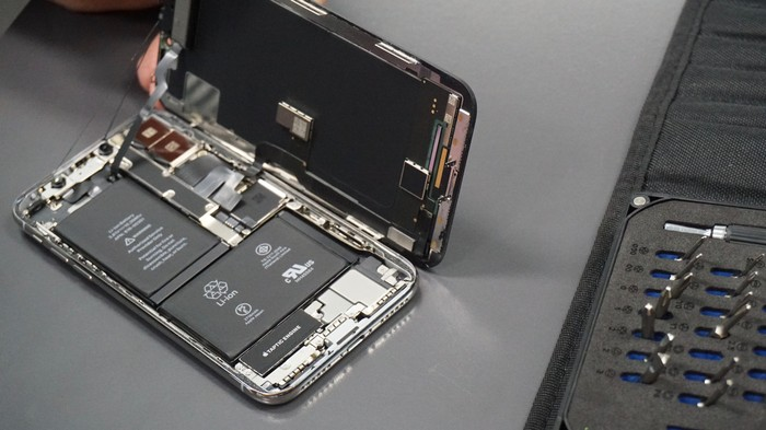 Apple Must Explain Why It Doesn't Want You to Fix Your Own iPhone, California Lawmaker Says