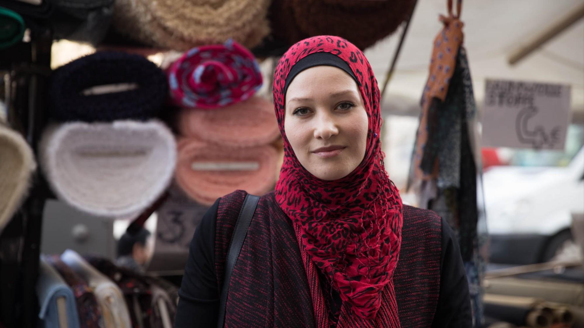 099508d18a Wir haben Muslimas gefragt, was sie von einem Kopftuchverbot für junge  Mädchen halten - VICE