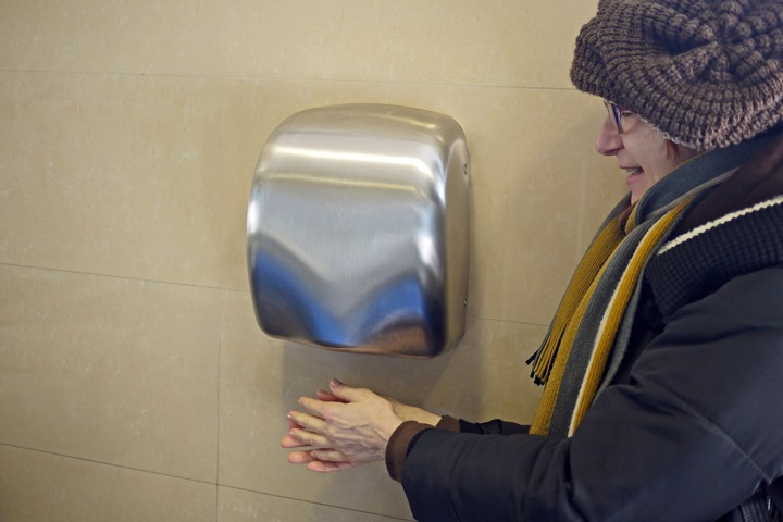 Here's Even More Evidence That Hand Dryers Are Pretty Disgusting