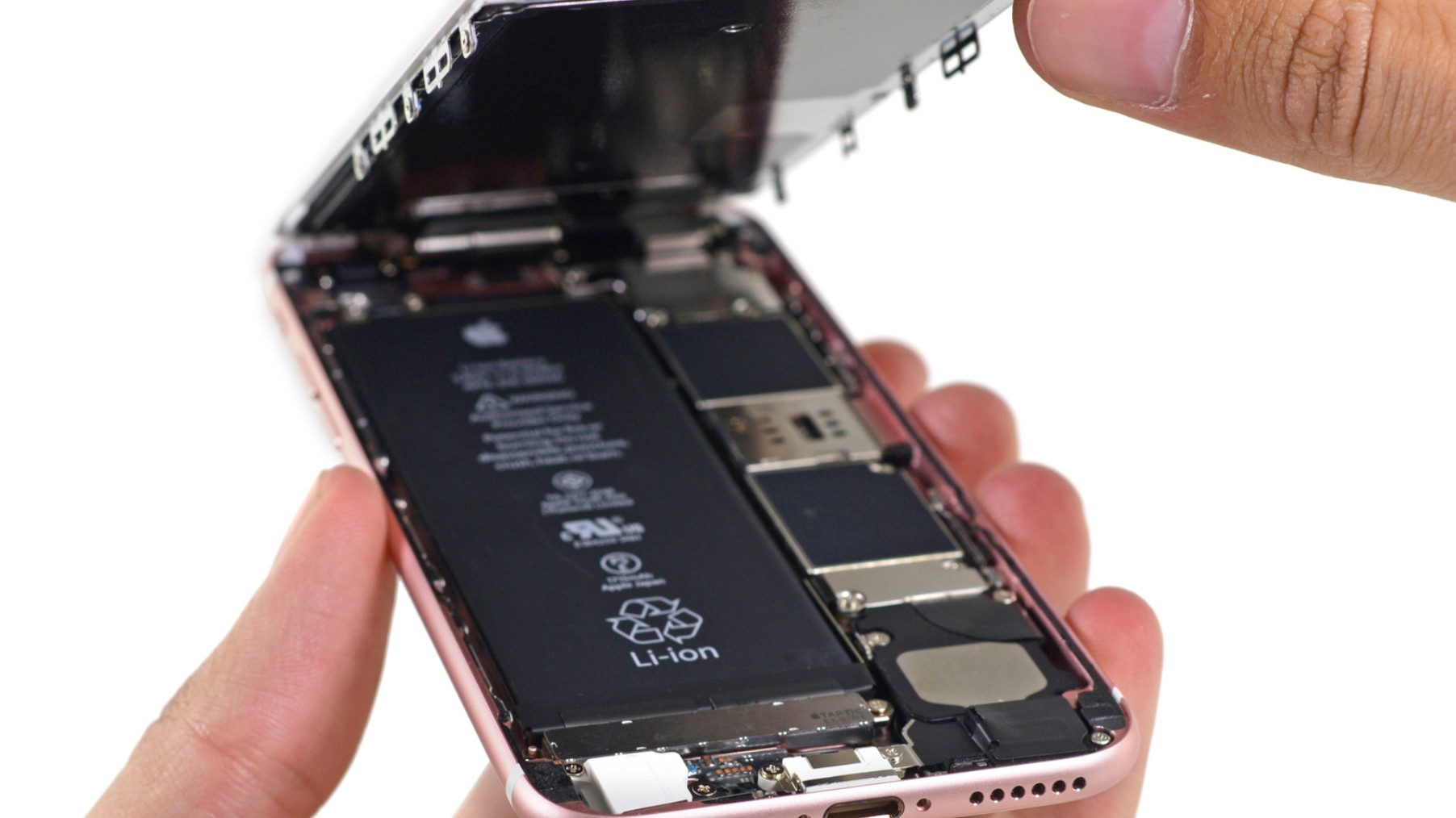 Apple Sued an Independent iPhone Repair Shop Owner from Norway and Lost