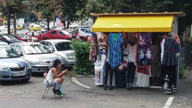 """0dcc2899d59a Toate hainele """"la modă"""" care o să te enerveze anul ăsta în România ..."""