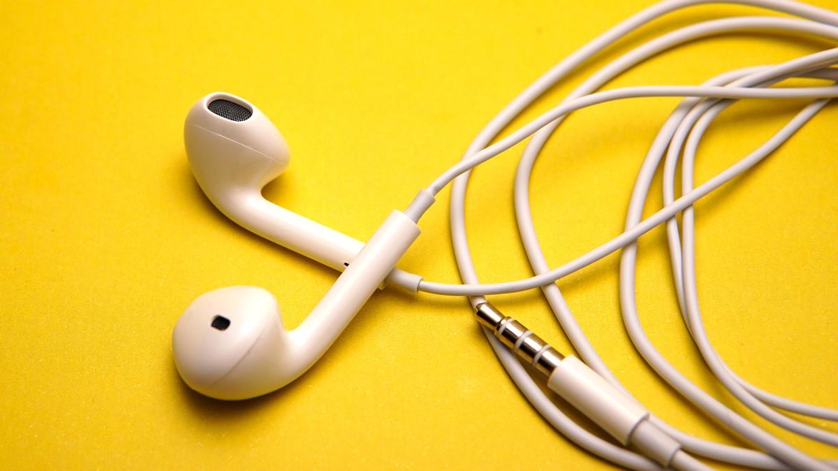 https://tonic.vice.com/en_us/article/ywxa47/does-wearing-headphones-lead-to-hearing-loss