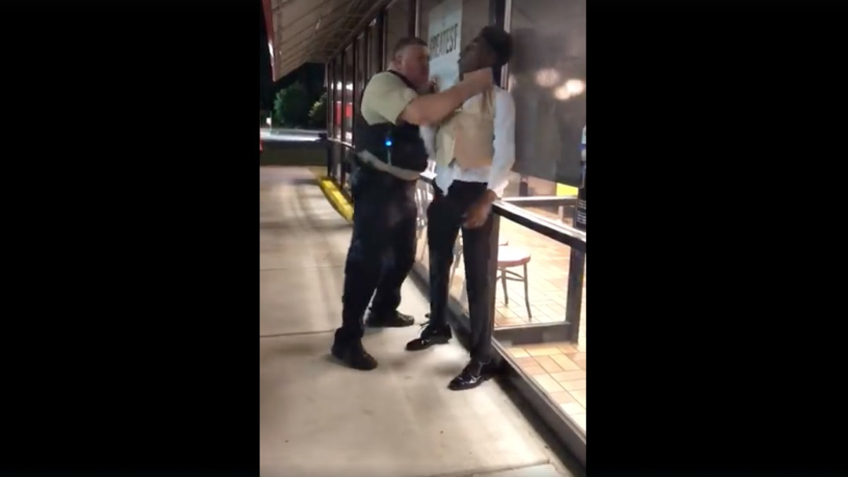 Cop chokes black man at Waffle House after taking his sister to prom