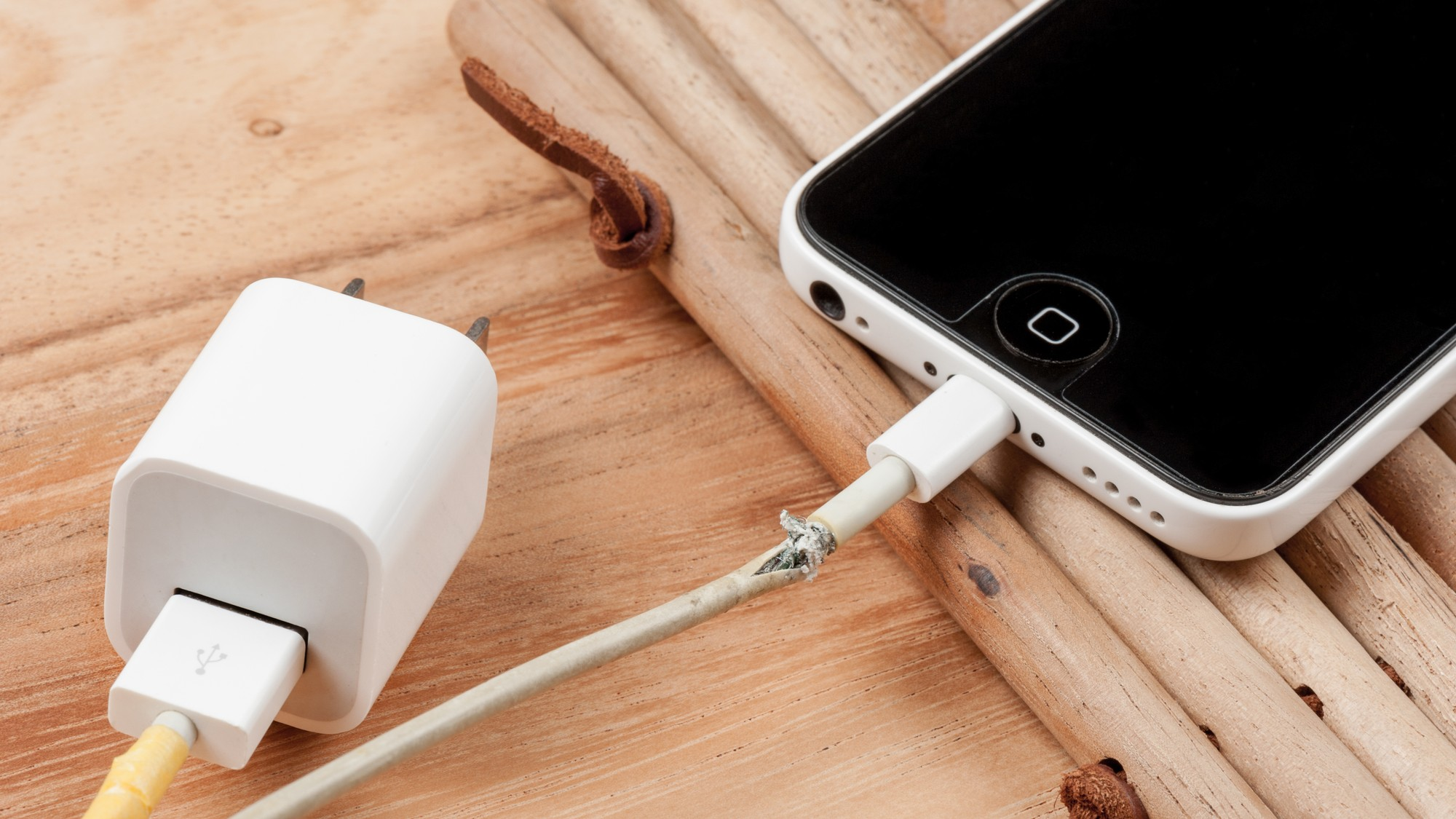 Why Counterfeit Lightning Cables Kill iPhones - VICE