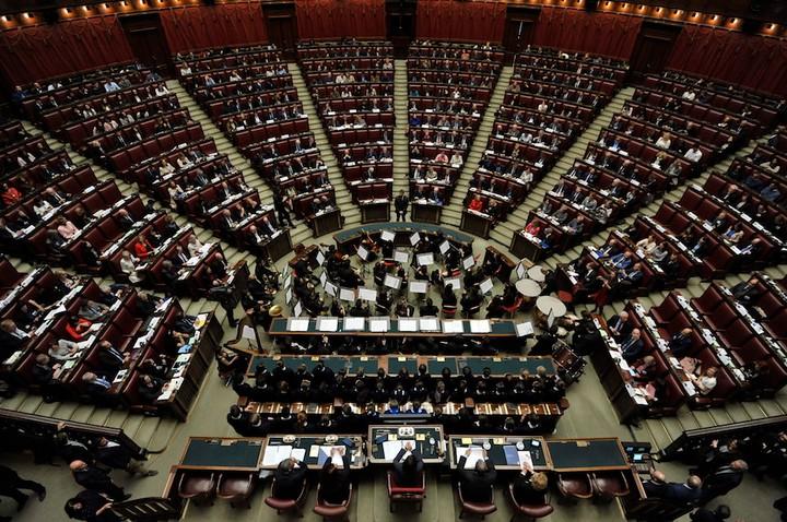 Mettere persone a caso in Parlamento migliorerebbe la politica, dice la statistica