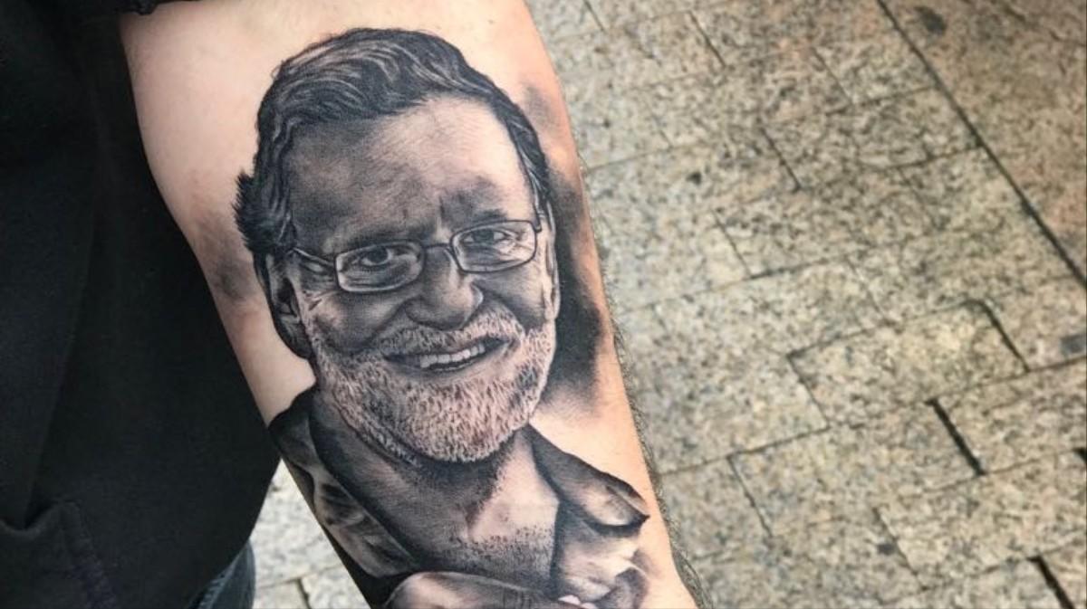 Hablamos Con El Tío Que Se Ha Tatuado A Mariano Rajoy Esnifando
