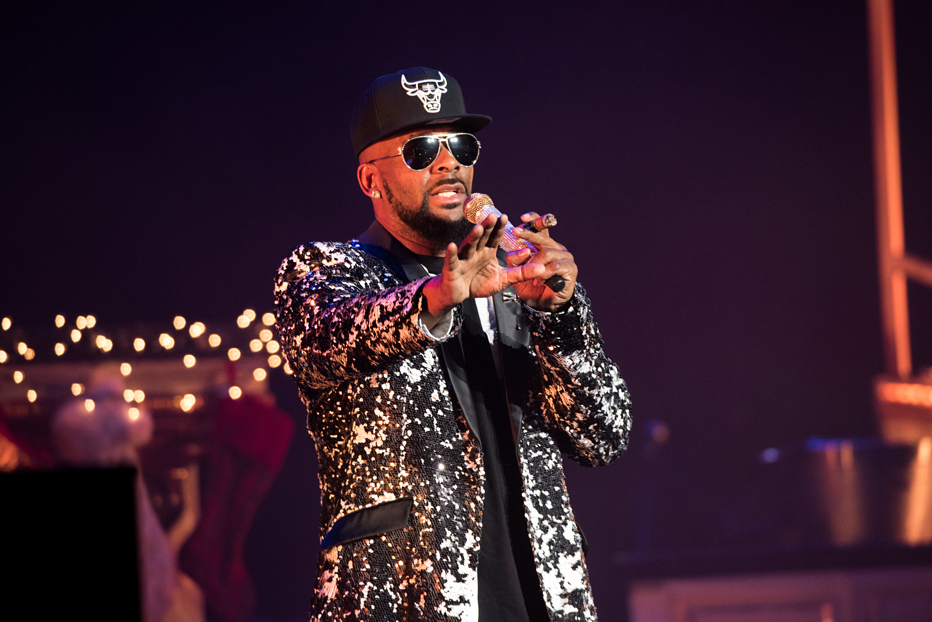 R. Kelly Releases Bizarre New 19-Minute Song,