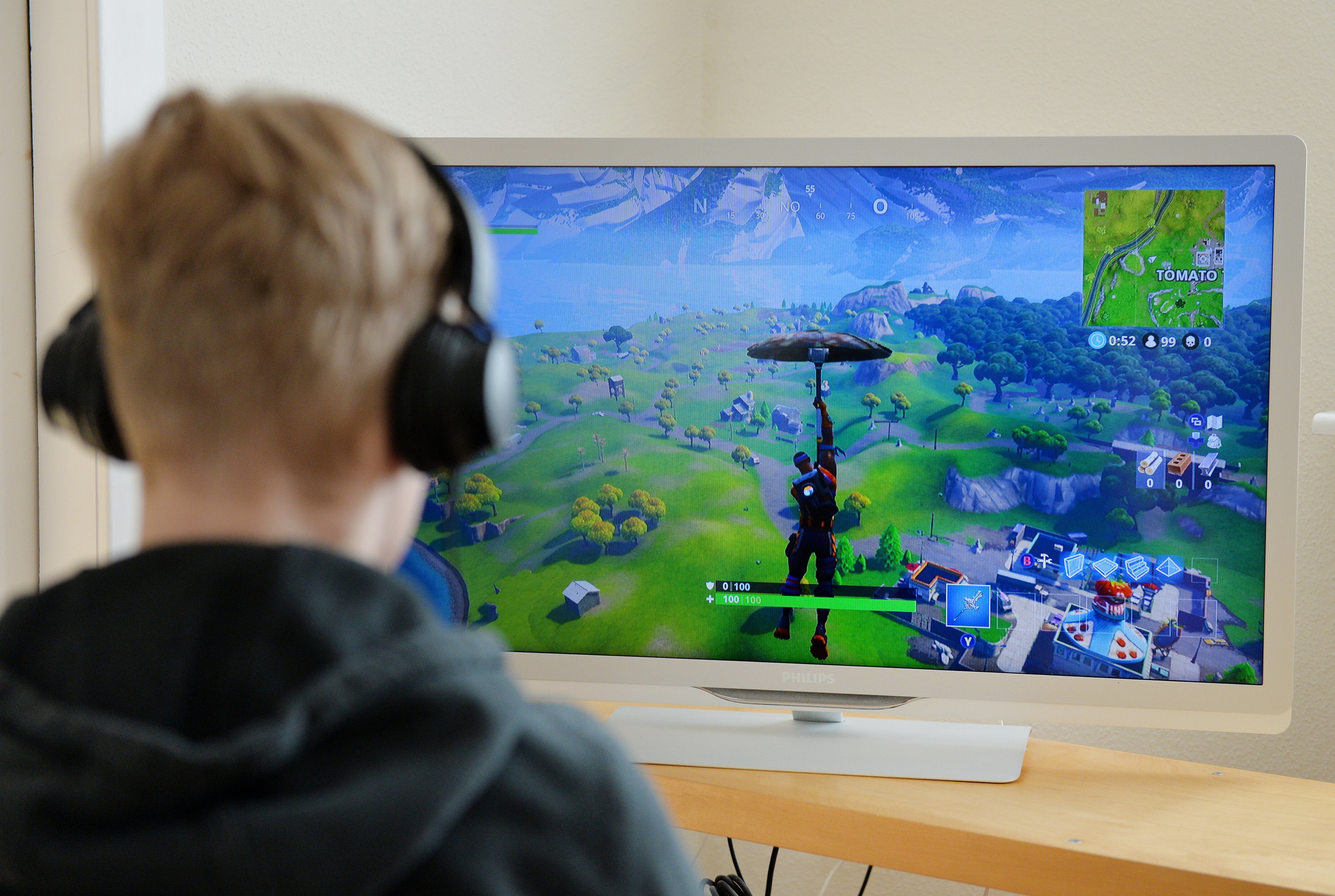 parents are seriously hiring fortnite tutors for their children now vice - parents hiring fortnite coaches