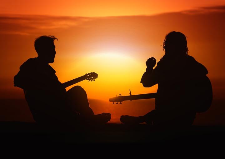 upaya memahami ulang definisi folk yang terlanjur dicap musiknya