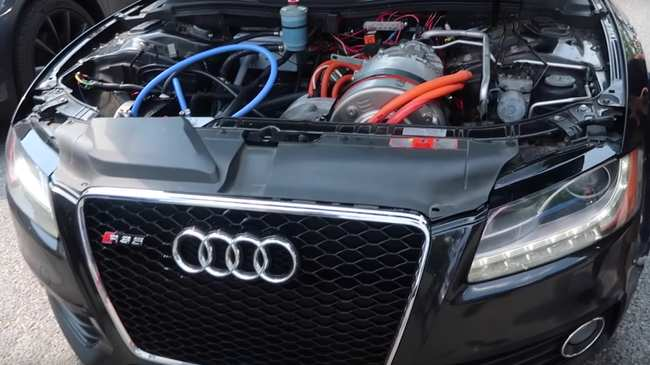 Mechanics Are Putting Electric Tesla Motors In Audiazdas