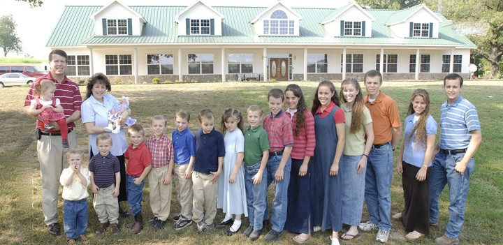 Inside the Weird Online World of People Who Love to Hate the Duggars